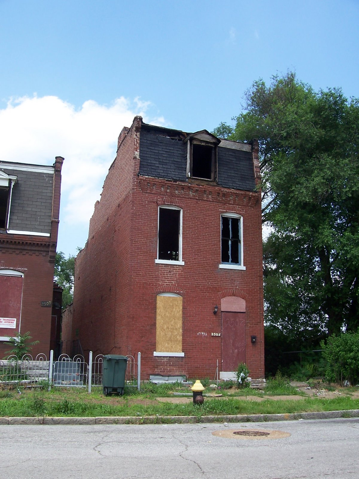 the north side arsons two months later st louis patina not just large two story houses are the targets of brick thieves and arsonists the next two pictures illustrate the one story shotgun houses are also easy
