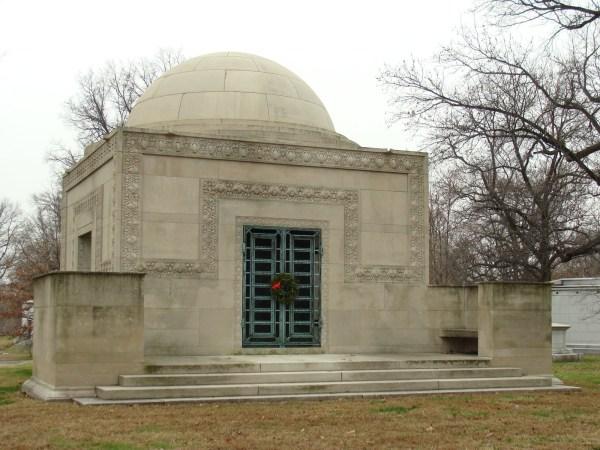 Louis Sullivan Mausolea in St. Louis and Chicago